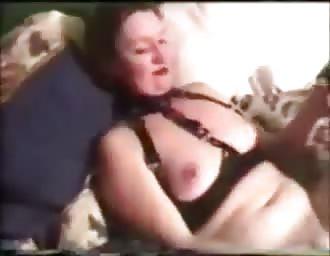 soccer MOM masturbates at home vintage cam