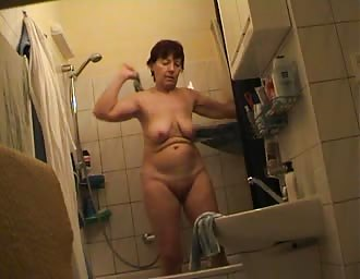 Czech older MOM Jindriska fully nude in bathroom