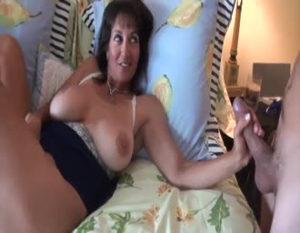 Nice old mom gets creampied