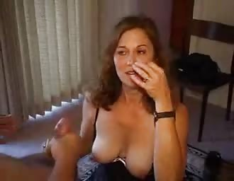 Hot spouse getting a full load on her face