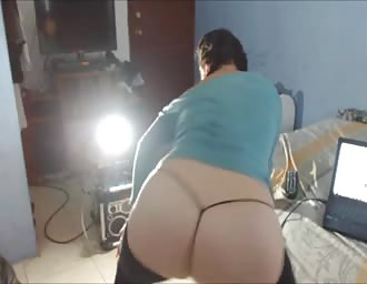lady dancing on cam