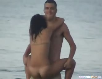 Crazy lovers humping in the sea