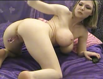 sweet stacked golden-haired masturbates hard on cam