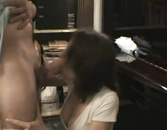 Amateur couple makes homely porn